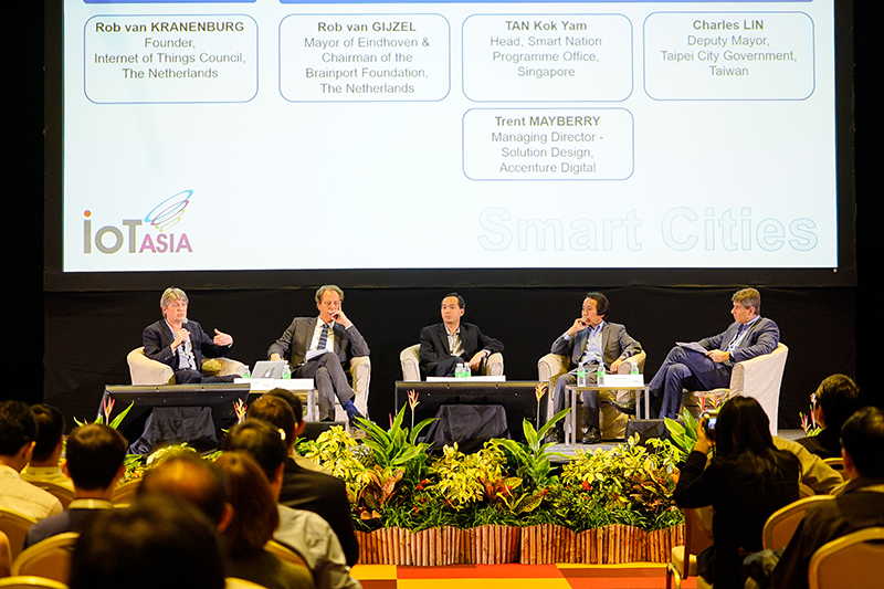 Rob van Kranenburg and several other guest speakers sharing their insights on Smart City initiatives. Photo courtesy of SingEx Exhibitions.